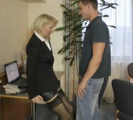 Skandal im Büro mit 19 Jährigen gefickt!