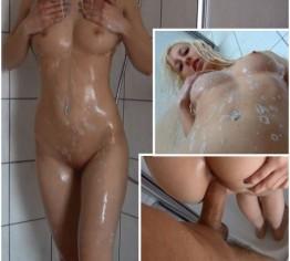 Feuchter Duschspaß mit dem Kameramann!