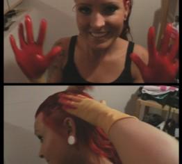 Wunschclip: Haare färben mit Latexhandschuhen