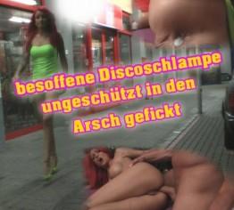 besoffene Discoschlampe ungeschuetzt in den Arsch gefickt