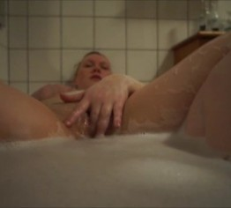 ChubbyTeenFreundin masturbiert