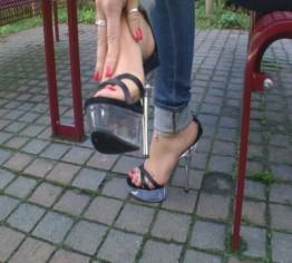 High Heel Walk auf dem Autohof