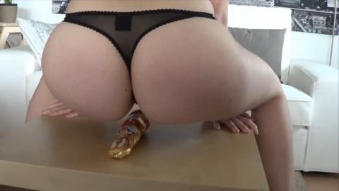 Buttcrushing - Osterhase von prallem Arsch zerdrückt