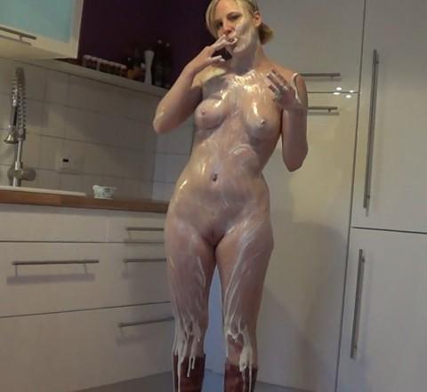 Sexy Joghurt- Spiele in der Küche
