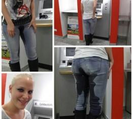 Jeans Piss vor Geldautomat in der Bank