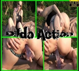 Dildo Action auf der Wiese