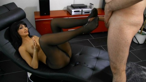 Saftiger Speed-Foot-Job in Nylons