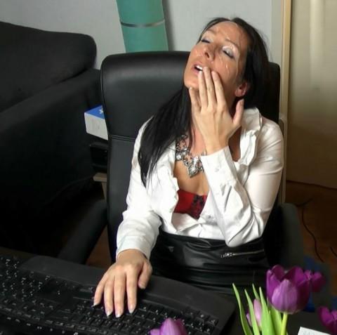 Office-Quick-Fick, Firmenumsatz steigt, Schwänze auch!