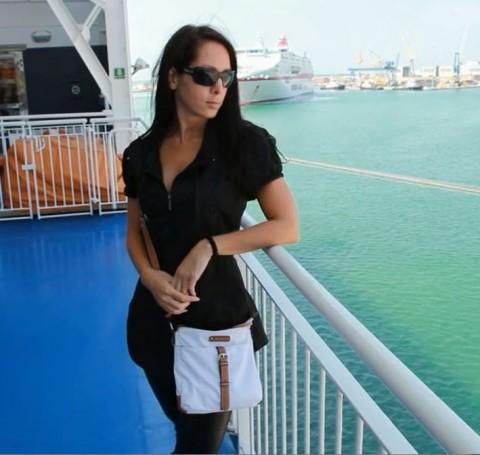 Mitten auf dem Kreuzfahrtschiff gefickt! (ohne Gummi)