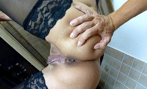 Spritz rein und leck dein eigenes Sperma aus