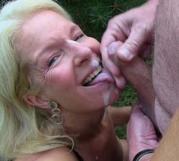 Sperma-Granate im Gesicht gezündet!!!!