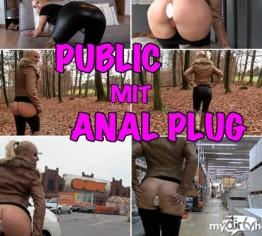 PUBLIC Anal Plug Wahnsinn mit enger Leggings