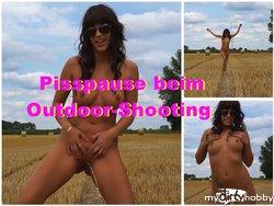 Pisspause beim Outdoor-Shooting