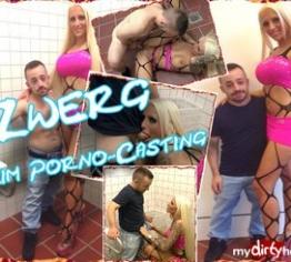 Zwerg (113 cm ) beim Porno-Casting