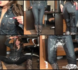 wet slimy miss Jeans