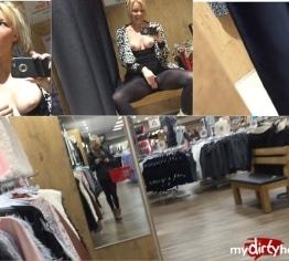 NOTGEIL - Im Öffentlichen Einkaufscenter !!!!!