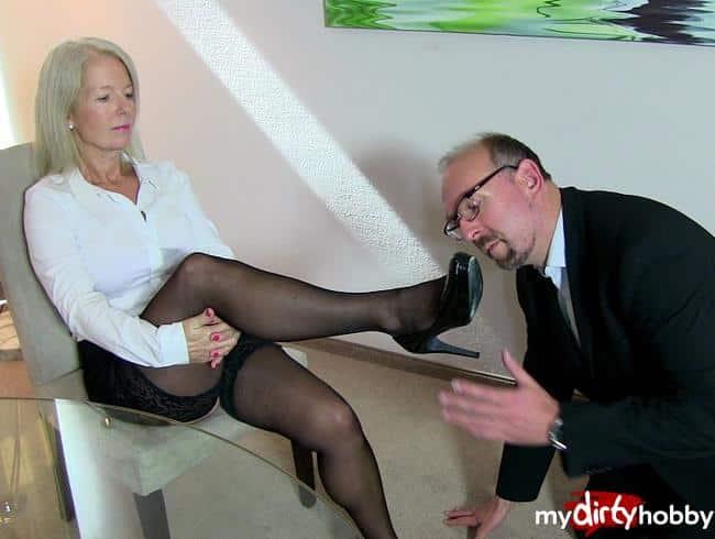 Büro-Sklave muss Sperma schlucken!!