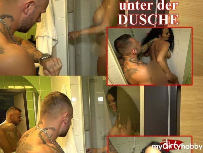 Schnell noch ein Quickie unter der Dusche